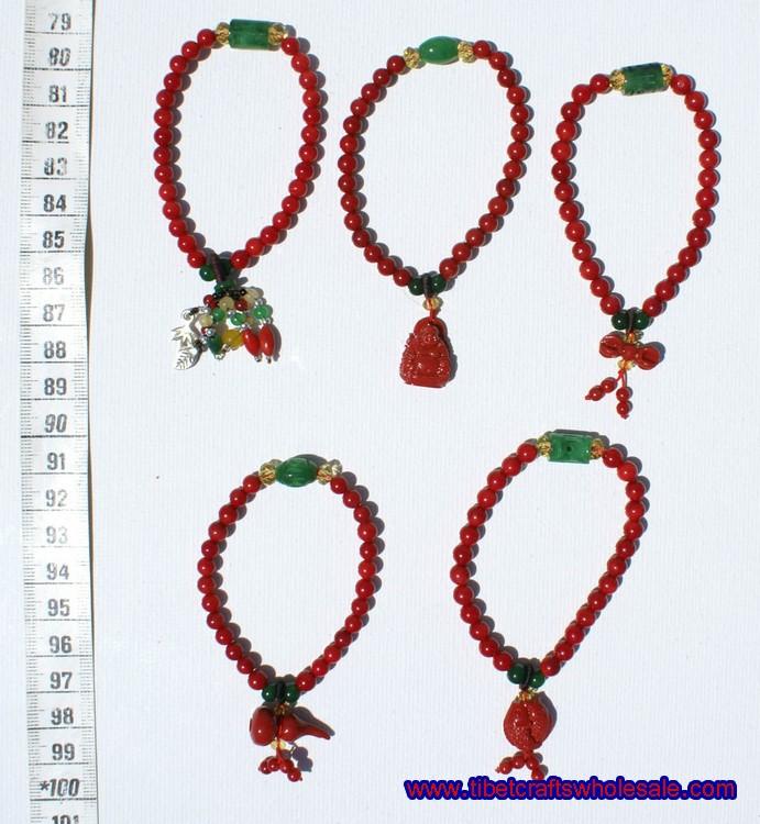 צמידים אדומים