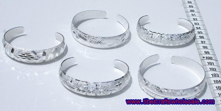 ברזל צמידים לבן עם כסף
